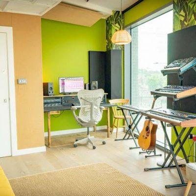 Studio C 800px-06